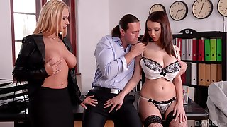 Handsome models Kyra Hot and Lucie Wilde band together apropos pleasure one man