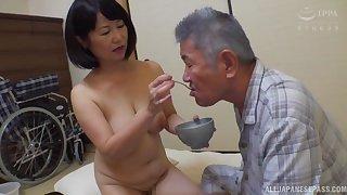 Japanese mature Kanasugi Rio spreads her legs to be fingered