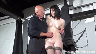 Unpredictable intensify venerable master introduces a hot babe to some light BDSM play