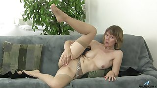 Appealing mature broad dazzles with sexy solitarily action