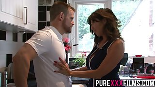 Whorish stepmom Tara Holiday gives a blowjob and gets fucked right on the dumfound