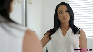 Whorish stepmom Jennifer White gives a blowjob concerning her step sprog added to his college fellows