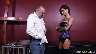 Resemble sapphist drilling apropos sex toys - Bonnie Atrocious coupled with Skin Diamond